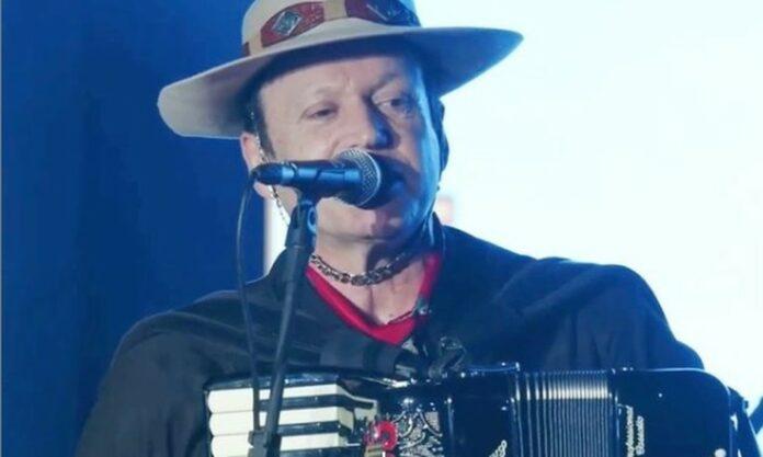 Airton Machado, vocalista da banda Garotos de Ouro, morre em acidente com ônibus em SC