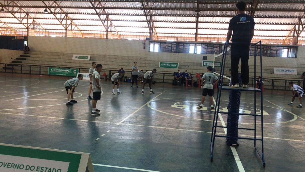 Três Lagoas estreia com vitória no vôlei masculino e feminino em Dourados
