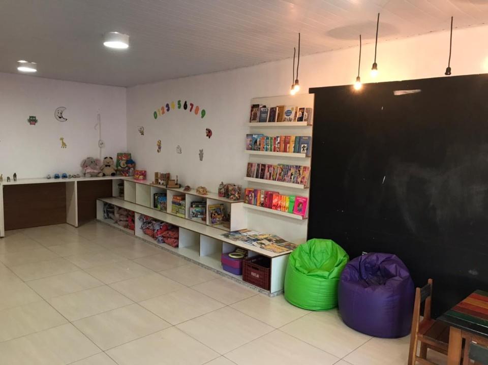 Rotaract Club de Três Lagoas entrega bibliotecas para instituições da cidade