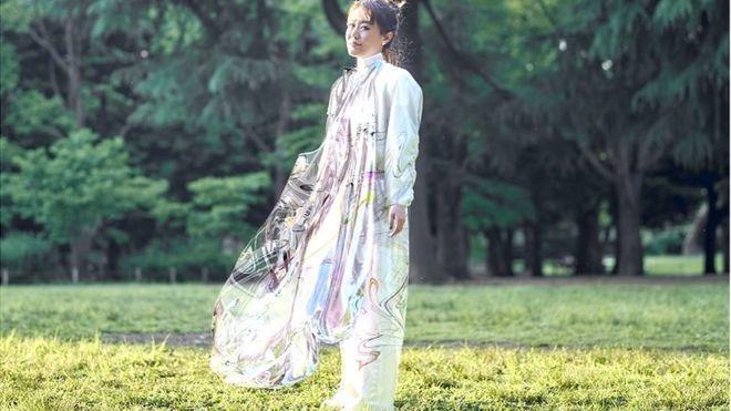 Klefer mostra vestido de R$40,000 que não existe