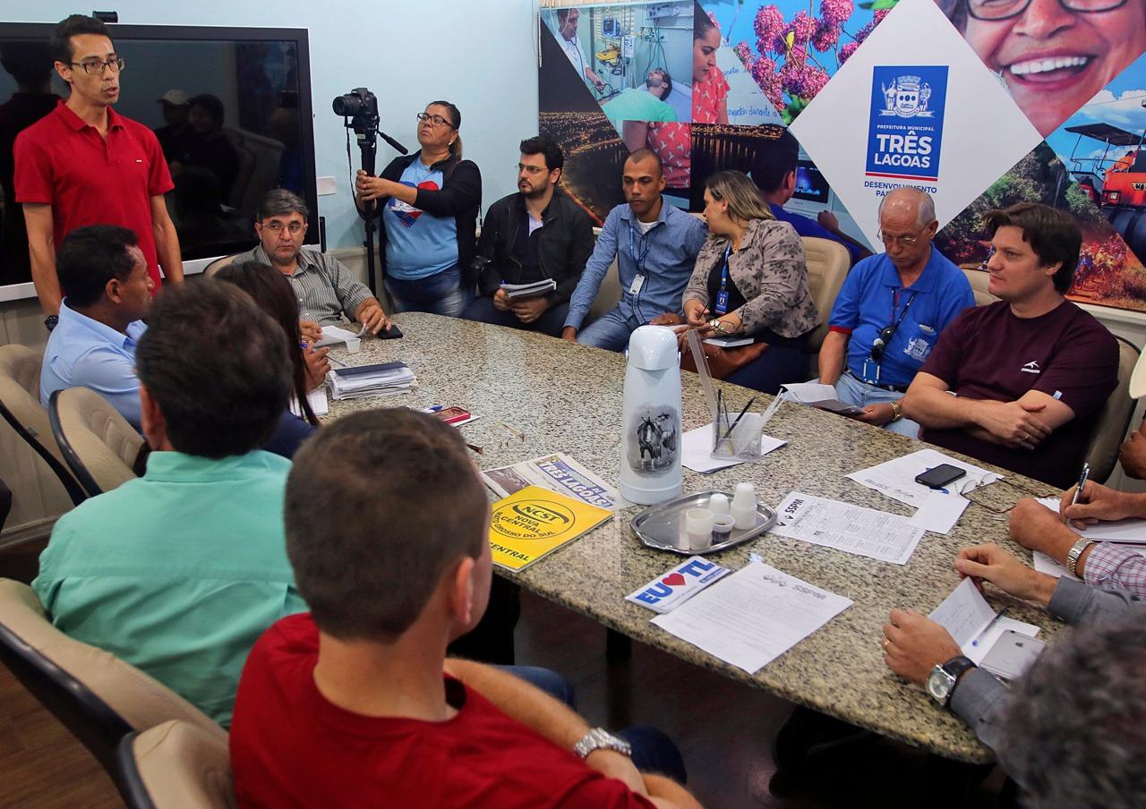 Vereadores participam de negociação salarial de servidores do município